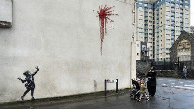 Photo of Bansky pinta una 'explosión' de rosas en un mural en Bristol la noche de San Valentín