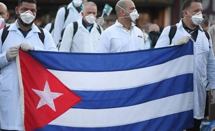 Photo of Pagan 135 mdp a médicos cubanos