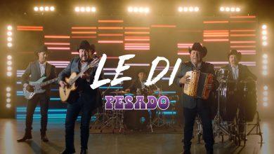"""Photo of Grupo Pesado regresa a su esencia con la canción """"Le di"""""""