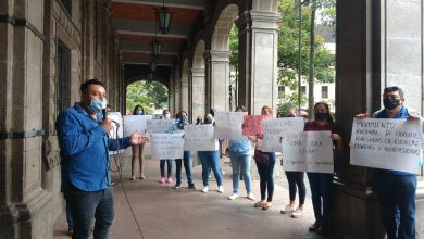 Photo of Se manifiestan docentes egresados de escuelas privadas y universidades, en Cuernavaca