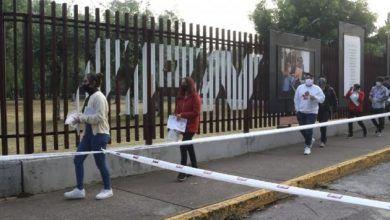 Photo of Llegan aspirantes a examen para bachillerato entre medidas sanitarias