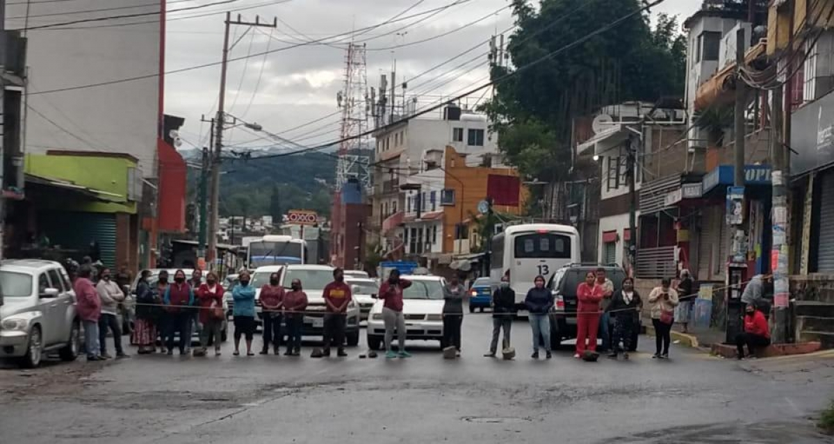 Photo of Protestan vecinos de Chamilpa en la avenida Universidad, por falta de agua potable