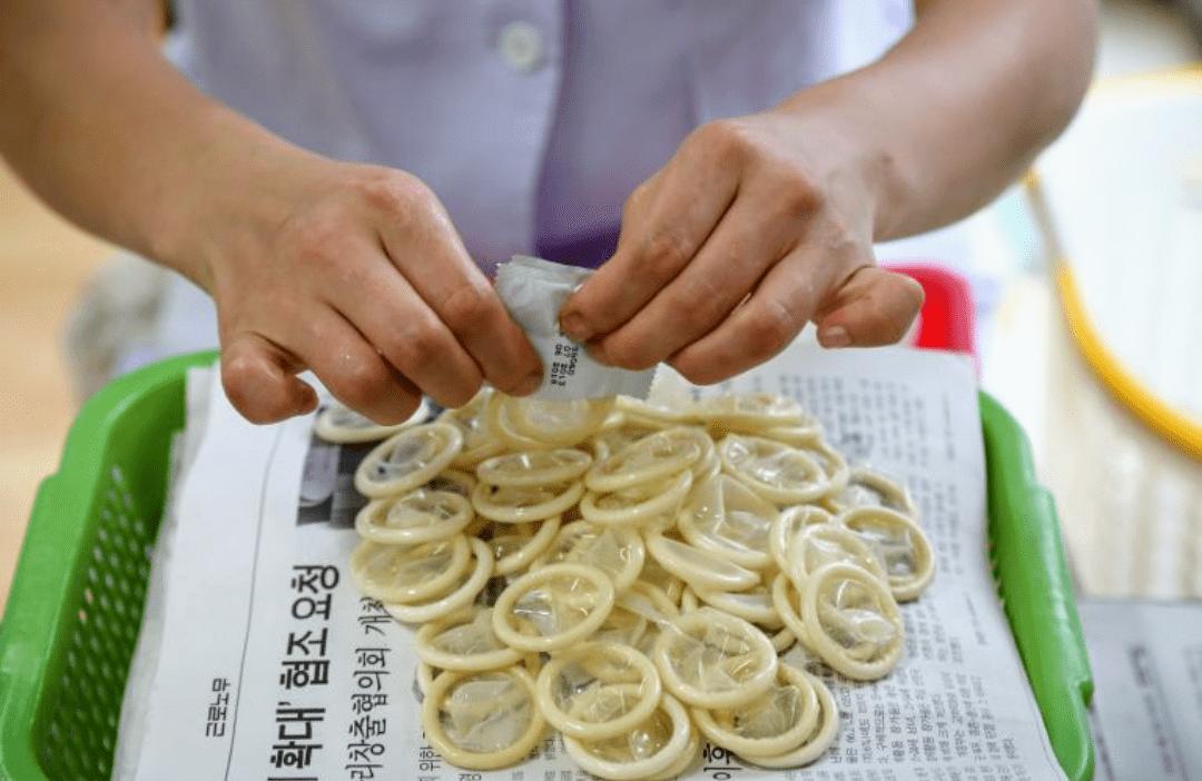 Photo of Confiscan más de 340 mil preservativos usados que habían sido limpiados para revender