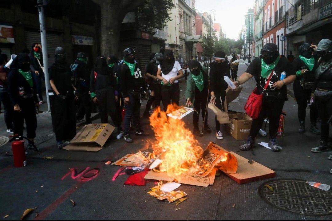 Photo of Sheinbaum acusa a la empresa GIN Group de financiar protestas en CNDH