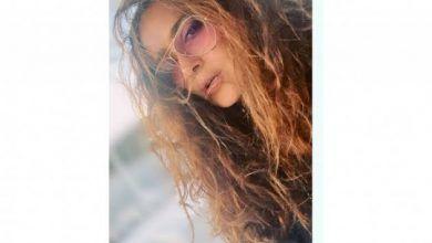 Photo of Salma Hayek presume sus canas